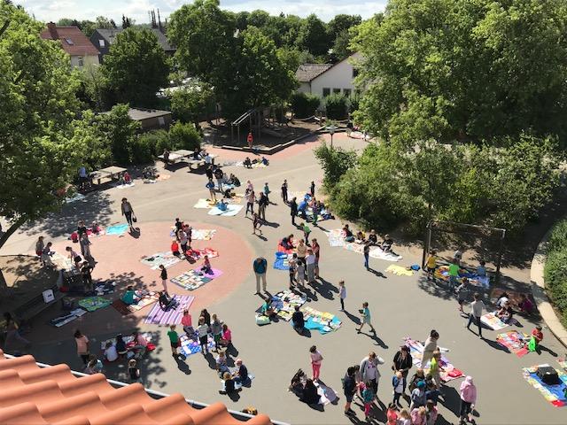 Schon Tradition- Bücherflohmarkt bei uns in Querum am vorletzten Schultag