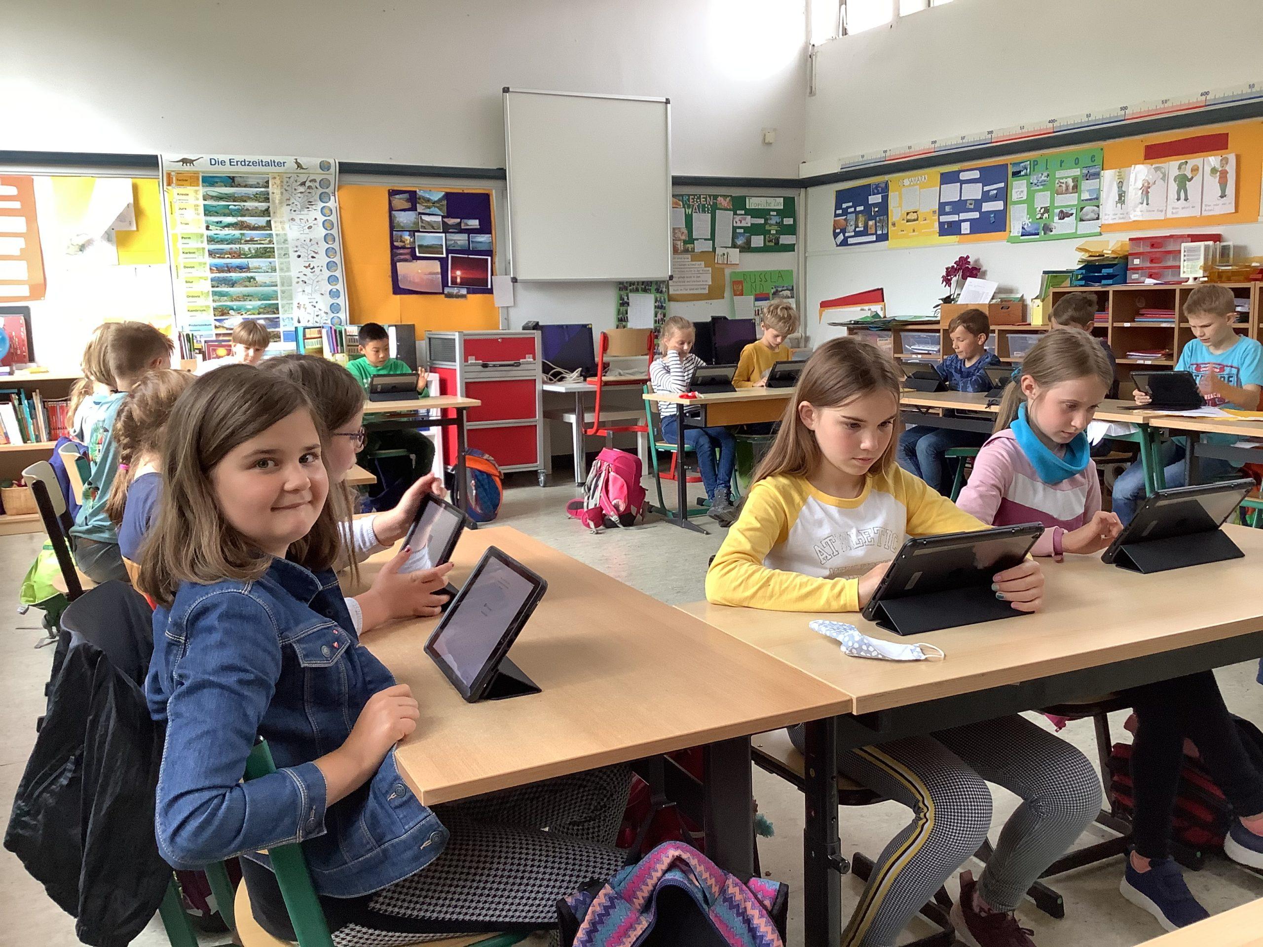 Heute wurden für unsere Schule 25 iPads geliefert!
